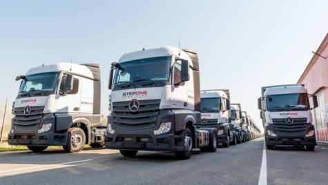 O sută de camioane Actros pentru Step One Spedition