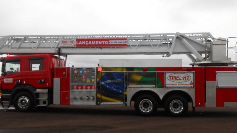 Camion de pompieri Scania