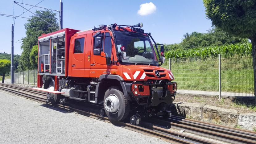 Unimog deplasare mixtă rutieră-feroviară