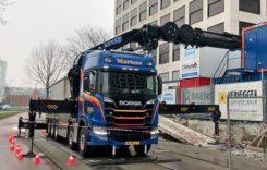 Macara de 57 de metri montată pe un camion Scania