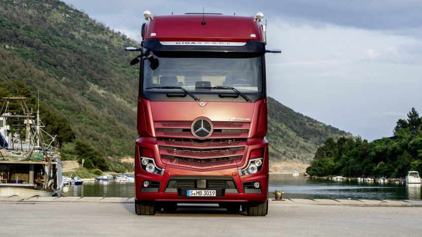 Mercedes-Benz noul Actros MirrorCam exterior