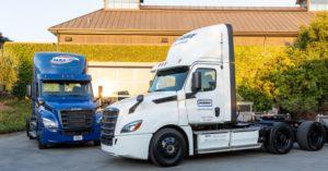 Daimler a livrat primele camioane electrice Freightliner eCascadia