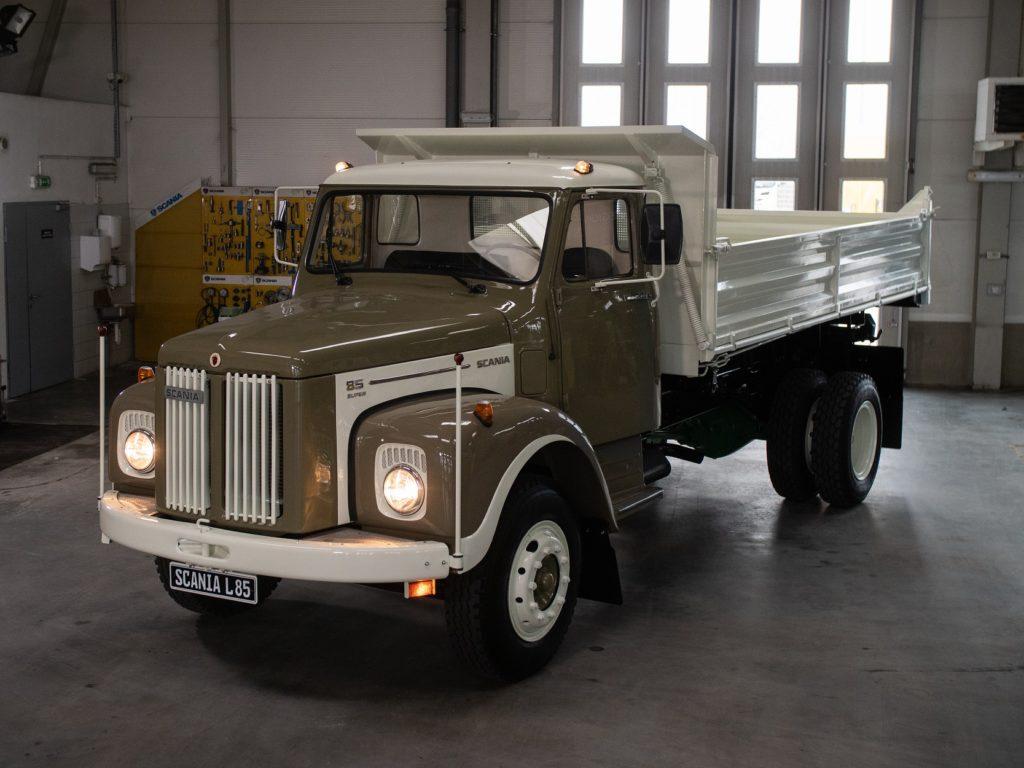 camion vintage Scania L85 Super 1971 restaurat