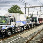 Unimog tractează un metrou de 200 de tone