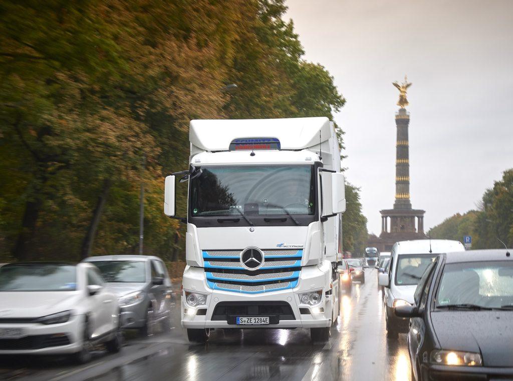 Daimler va avea doar camioane și autobuze CO2 neutre din 2039
