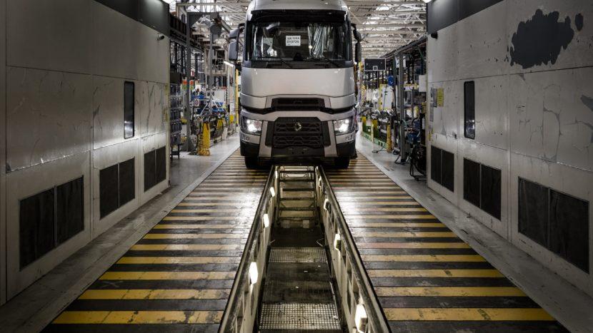 COVID-19: Renault Trucks închide fabricile din Franța