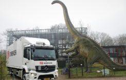Video: Ce mai transportăm azi? Un dinozaur