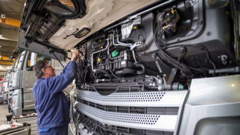 Mercedes-Benz reia producția în Germania la 20 aprilie