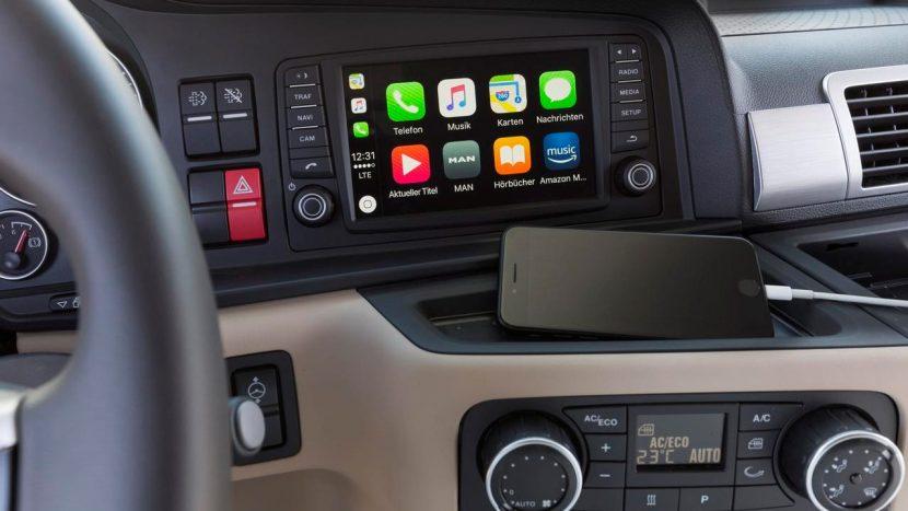 Folosirea telefonului la volan în Franța te lăsa fără permis până la un an