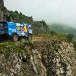 Camion de curse vs. mașină de raliu, pe un traseu extrem de dificil (video)