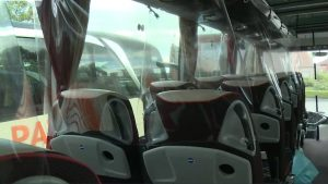 Sistem improvizat de separare a pasagerilor din autocare