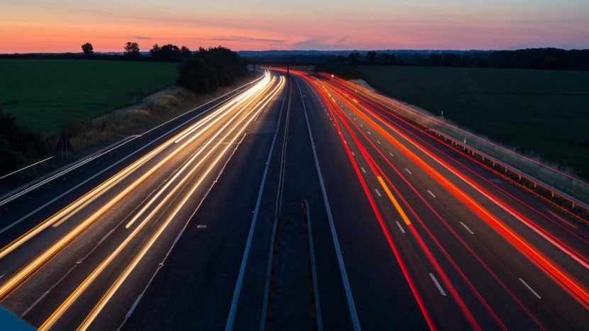 UNTRR: Infrastructura rutieră subdezvoltată și timpii mari de așteptare din vămi, impedimente pentru transporturile rutiere eficiente