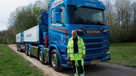 Defibrilator cardiac, echipament opțional pe un camion Scania în Danemarca