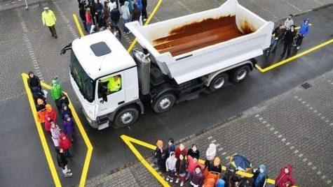 De ce ar trebui să stăm departe de camioane în trafic