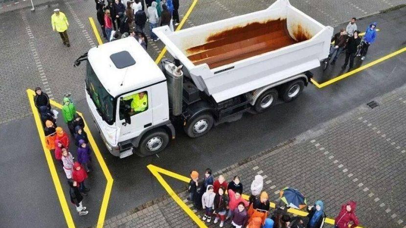 De ce ar trebui să stăm departe de camioane