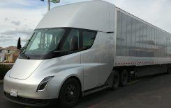 Tesla Semi intră în producția de serie