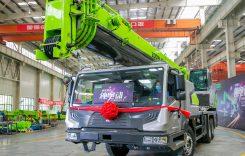 Primul camion cu macara 100% electric a intrat în producție