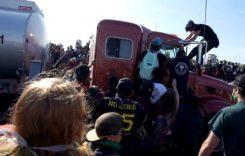 Mai rău ca la Calais: camioane oprite de manifestanți în SUA (video)