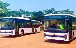 Primul autobuz electric fabricat în Uganda: podea de bambus și componente din China