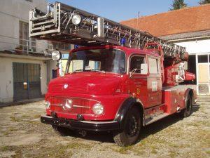 Camion de pompieri Mercedes Ucraina