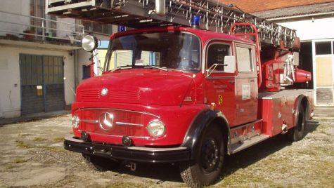 Camion de pompieri Mercedes de 57 de ani, utilizat încă în Ucraina