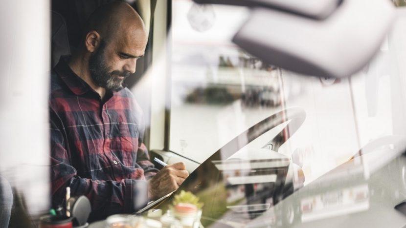 UNTRR a publicat un model de declarație notarială pentru șoferii care nu vor să revină acasă