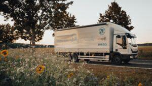 Camioane Iveco NP pentru partenerii de logistică ai ZF