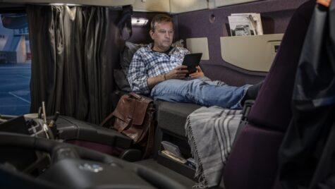 Precizări CE: Unde pot sta șoferii în timpul perioadei de odihnă săptămânală normală