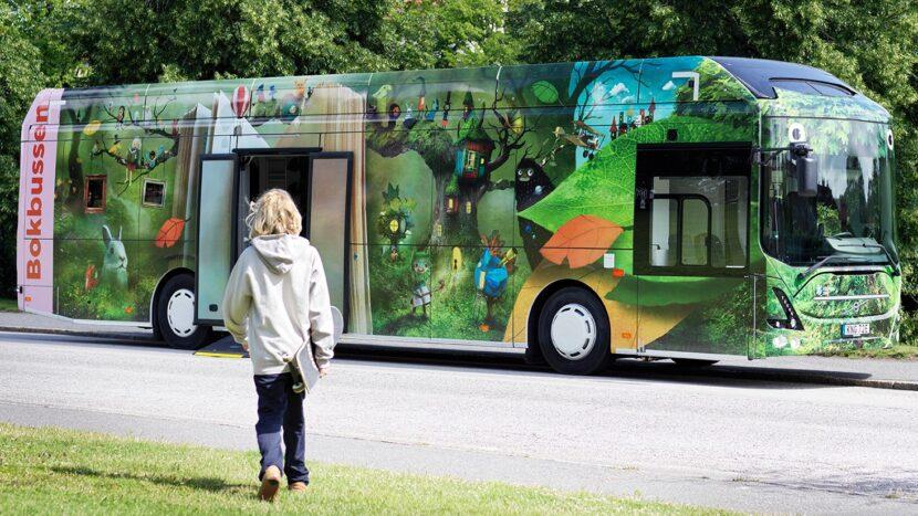 Video: Librării mobile în autobuze electrice Volvo