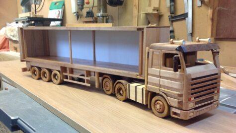 Machete la scară Scania realizate din lemn