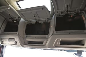 Test Iveco S-Way 480 dulapuri parbriz