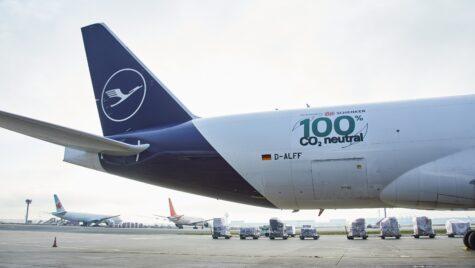 Prima cursă aeriană cargo neutră din punct de vedere al emisiilor de CO2