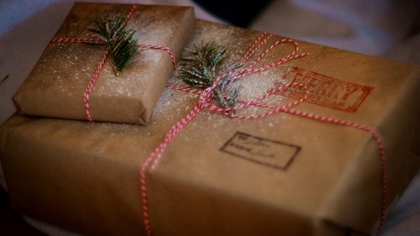 Program companii de curierat de Crăciun și Revelion