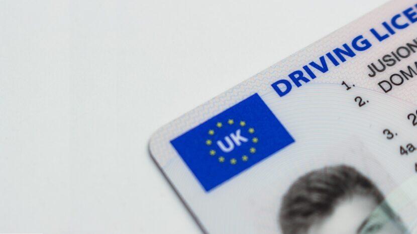 ARR: Șoferii cu permise obținute în UK nu mai pot da examen pentru atestate în România
