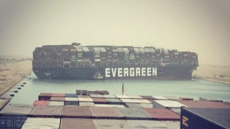 Canalul Suez va fi lărgit pentru a se evita blocarea sa