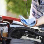 Majoritatea proprietarilor de autovehicule nu realizează verificări regulate ale uleiului, crescând probabilitatea scăderii eficienței motorului și a unui nivel mai ridicat de emisii